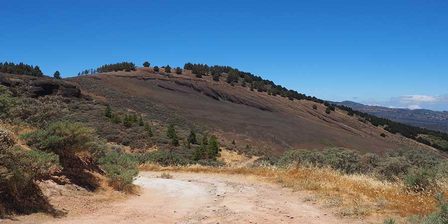 walking-in-gran-canaria-volcanic-landscape