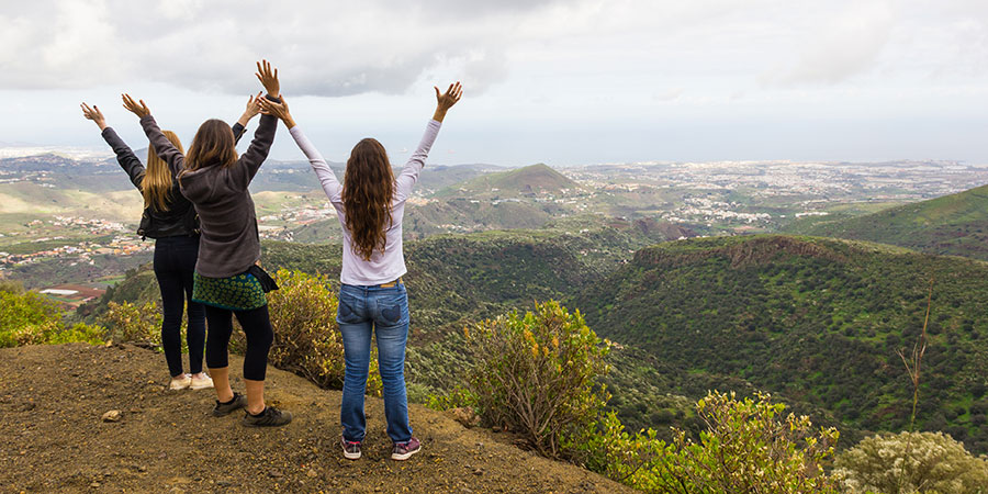 Group of women walking in Gran Canaria with Canariaways.com